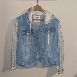 Light denim with sweater sleeves XL